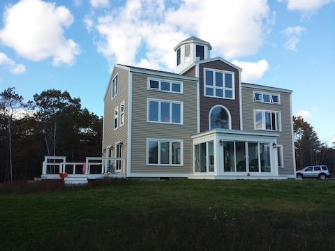 Perfect for Large Families! Walk To Beach!
