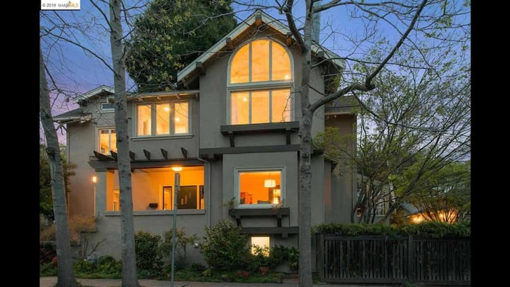 Large, beautiful home in the heart of Rockridge