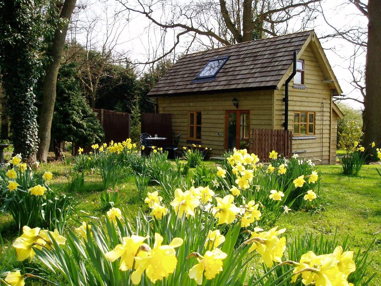 Lovely 1 bed cottage with own garden.
