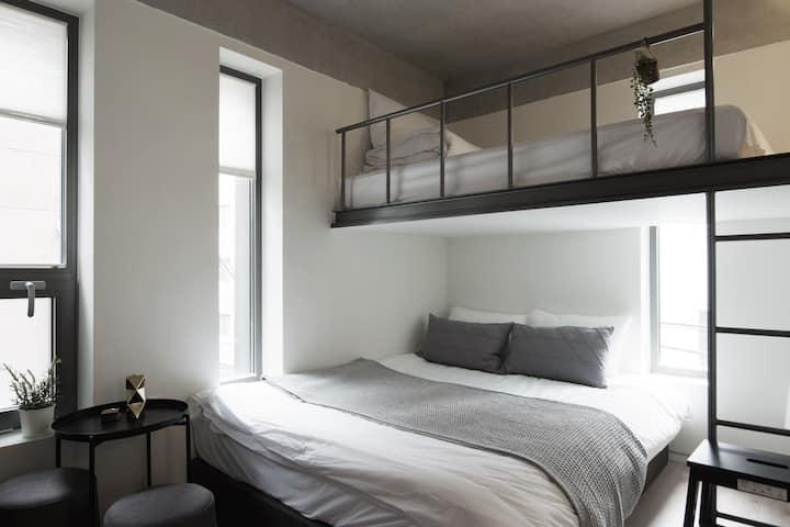 * 新建筑 *家庭套房 3人 *离弘益大学7分钟距离 *酒店式装修  单独卫生间&每日打扫