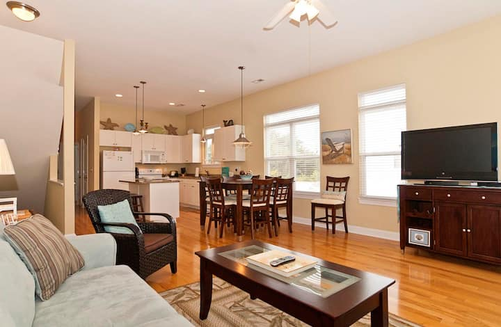 Pass-Gorgeous upscale duplex centrally located on Pleasure Island