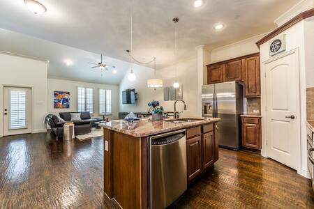 25% off! 2020 Luxury Townhome #1 Shops @ Legacy