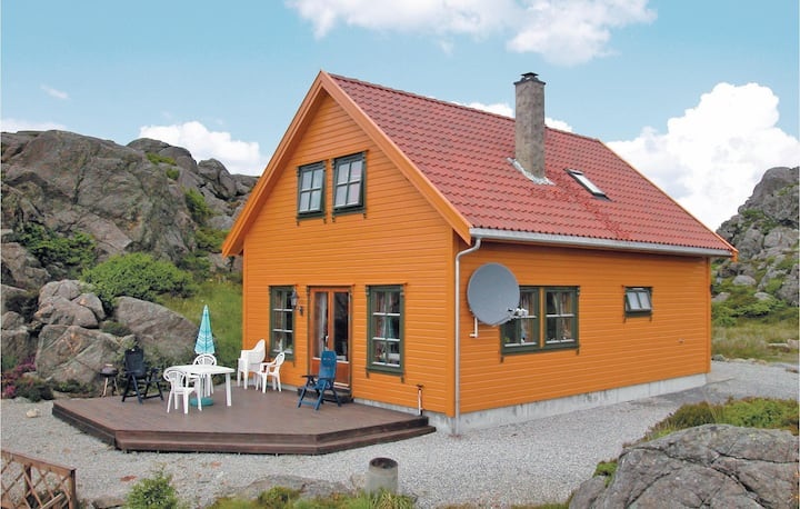 Nice home in Kvalavåg with Sauna and 4 Bedrooms