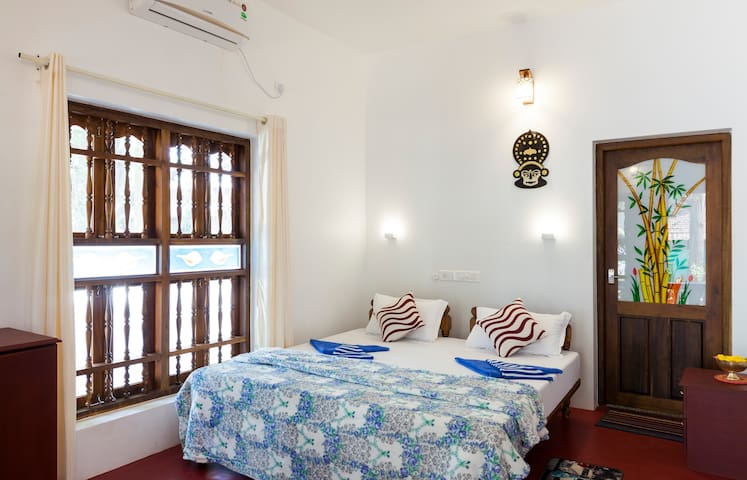 Air Conditioned Private room near Marari beach