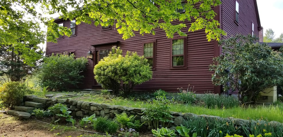 New England Colonial Oasis: 4BRs on 31 Acres