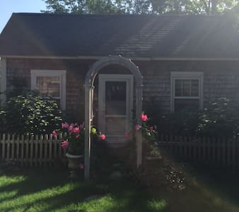 Charming Antique Cape Cod Cottage - Brewster - Rumah
