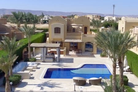 Splendid 4 BR villa,  pool & magnificent terrace