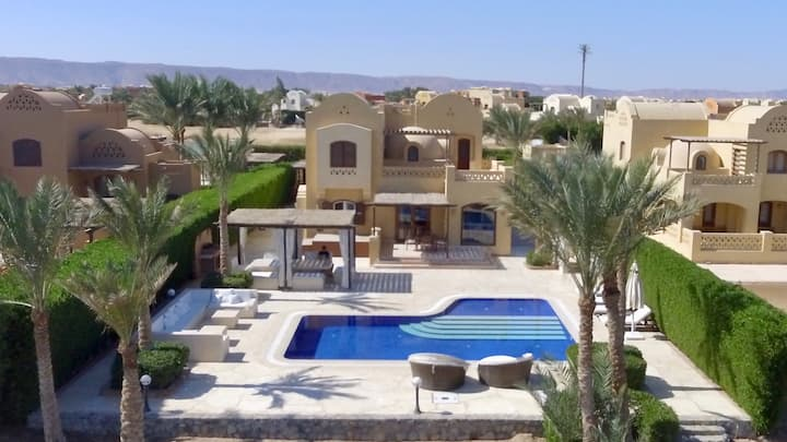 Splendid 4 BR villa,  pool & magnificent terrace