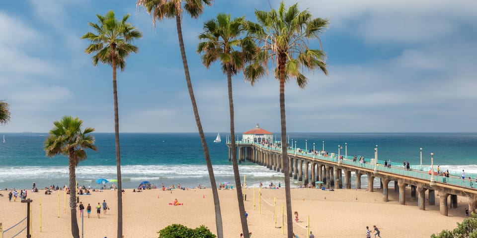 COZY 1 BR~ BLOCK to Beach & LAX is 5miles away!