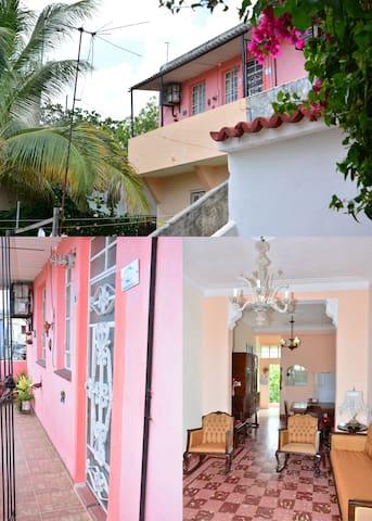 Nice Art Deco apartment in Havana
