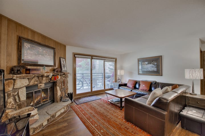 200 yards to Keystone Lifts, in building pool, hot tub and sauna! Walk to restaurants!
