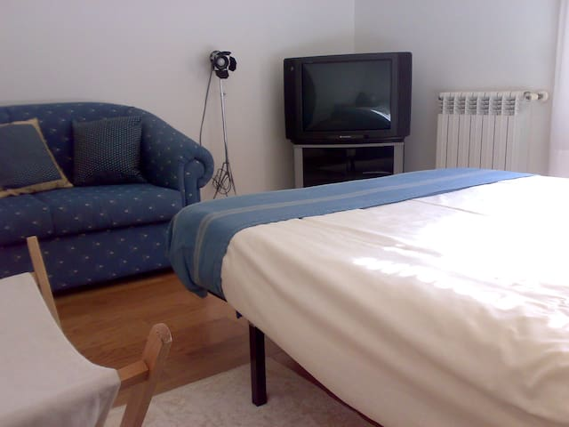 Bedroom near the beach (shared kitchen and toilet) - Vila Nova de Gaia - Appartement