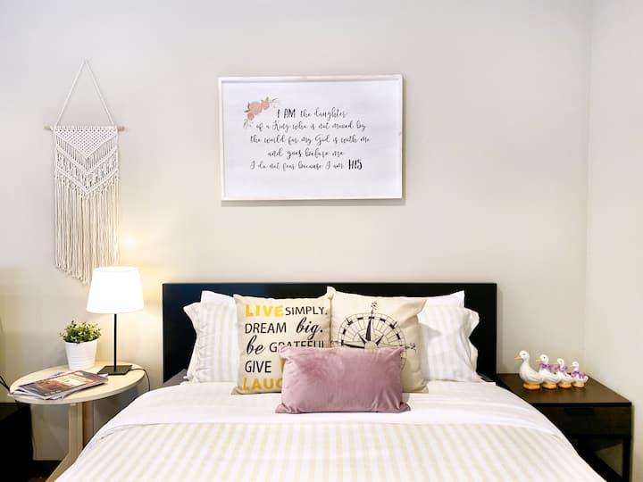 Stylish, Modern & Cozy Apartment w/full bathroom