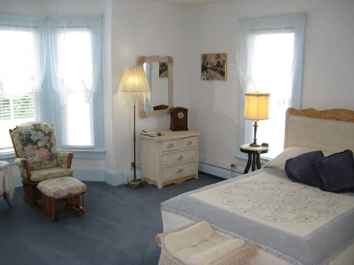 The Victorian Inn Bed and Breakfast Room #1