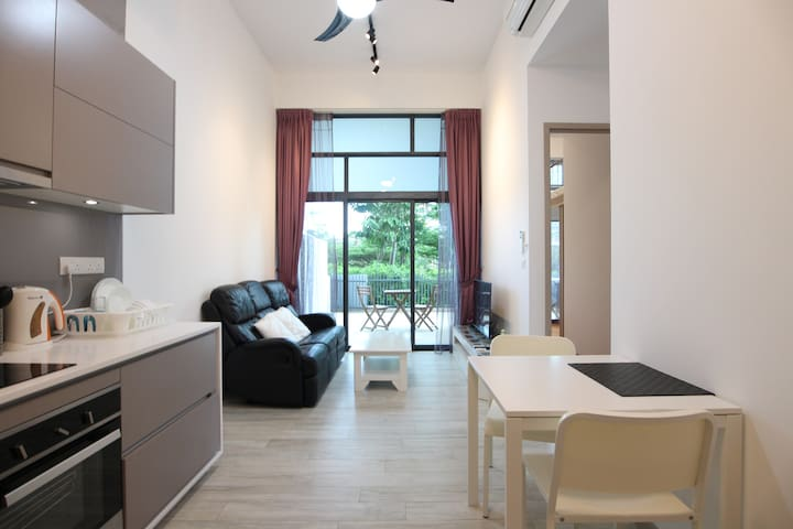 Gem of the west 2BR Apt 3 mins from Jurong E MRT