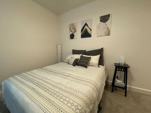 Private Suite (Bed + Bath) in Brand New Tracy Home