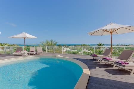 3 bedroom villa with sweeping sunrise views over the ocean - Orient Bay