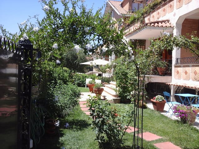 Villa Apartment with garden, Rome Frascati Area