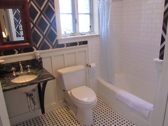 Bogardus Full Tile Bath
