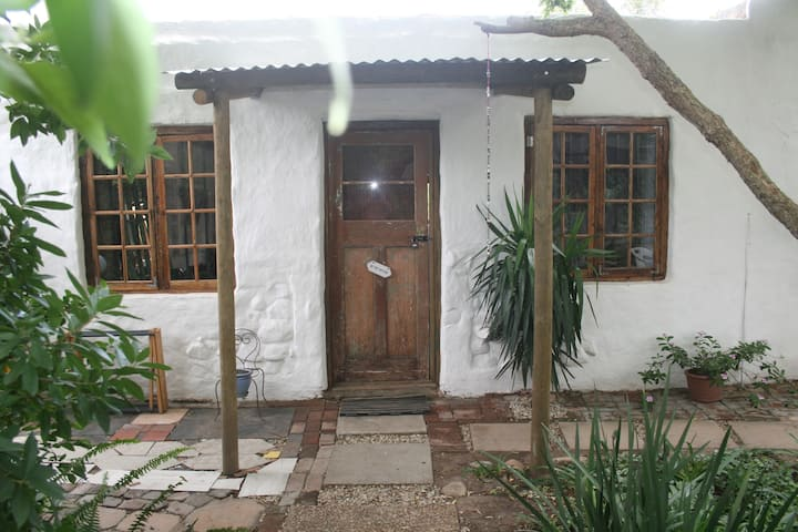 Carol's Cottages - room3