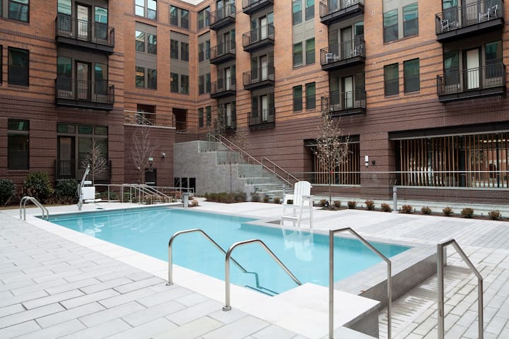Spoil Yourself: Great Amenities on Charles Street