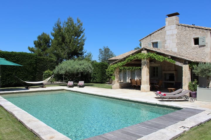 Private room in luxury Provencal farmhouse - Eygalières