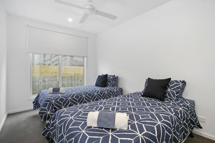 Bedroom 4 (2 x King Singles)
