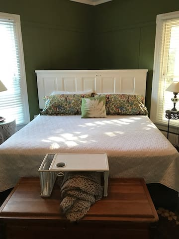 Spacious king, room #3 - Clover