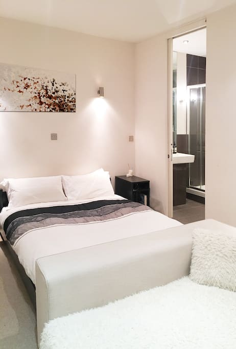 Bedroom- King size bed with Private En-suite
