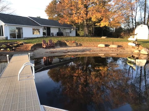Mann Lake Cottage Year-Round Private Pet friendly