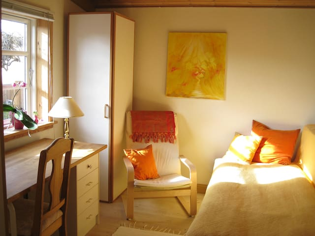 Vegetarian retreat in wooden house - Room nr. 2 - Hundested