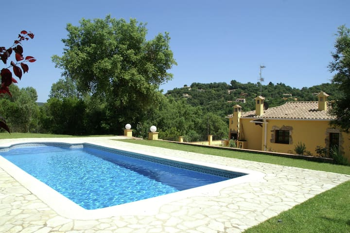 Villa in a quiet location with private swimming pool, near beach and cycling and hiking routes