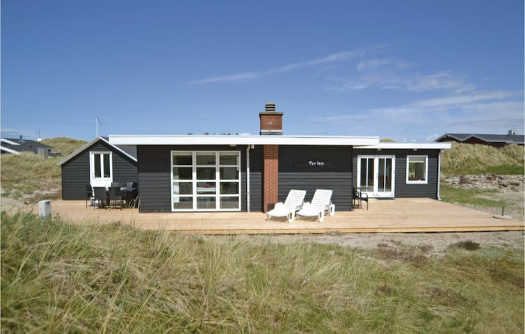 Holiday cottage with 2 bedrooms on 83m² in Hvide Sande