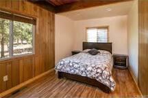 1st floor bedroom w/ queen sized bed closet+dressers