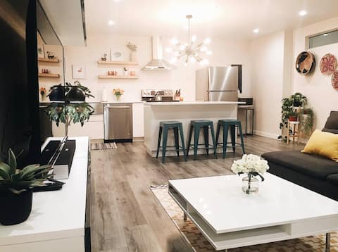 9th Street Condo. Fully Renovated & Free Parking