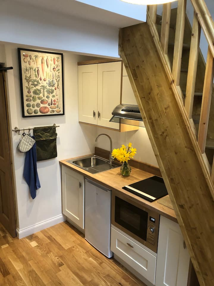 The Bunkhouse - tiny home, cosy and comfortable!