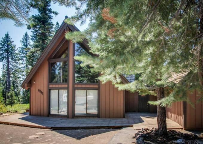 Rustic 3 BR + Loft  Cabin in North Lake Tahoe