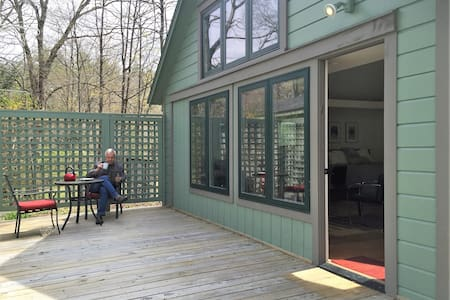 Zina's Cottage in Woodstock NY- river access - Woodstock - Chalet