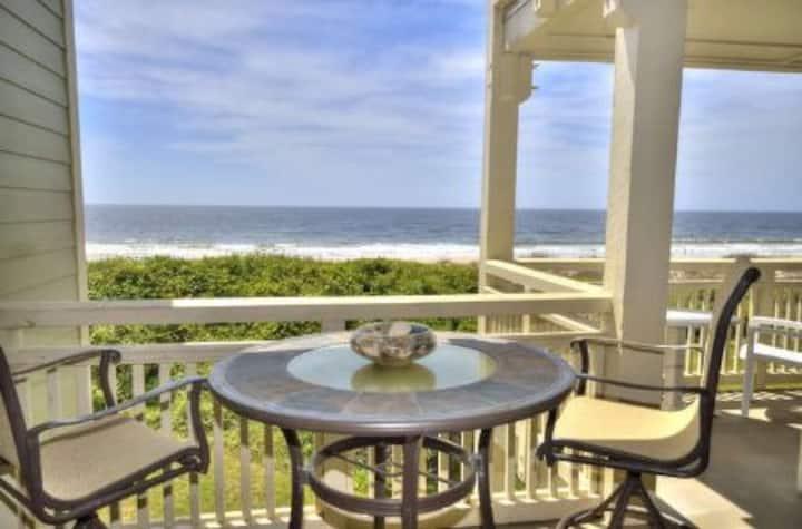 Oak Island Beach Villa 712-Oceanfront Condo w/POOL