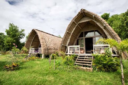 Traditional Bungalow facing Secret Gili Island 1
