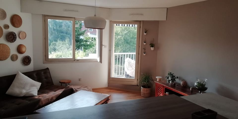 1 bedroom flat next to train station