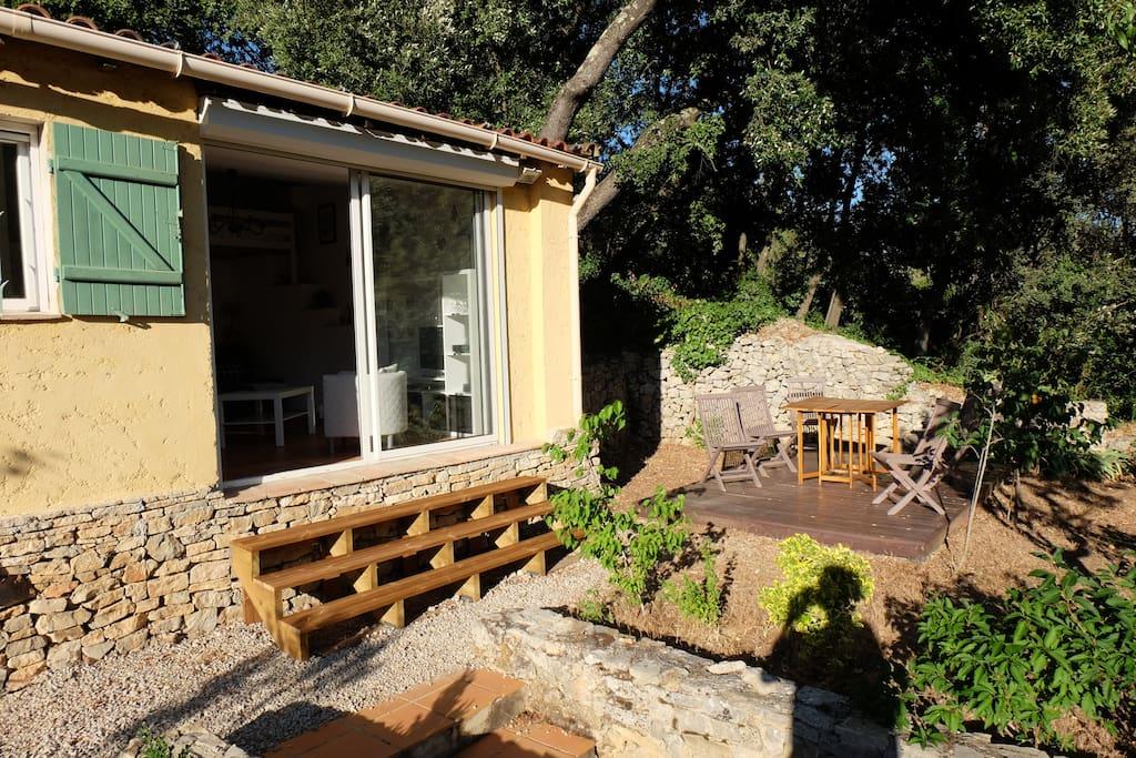 baie vitrée vers terrasse extérieure