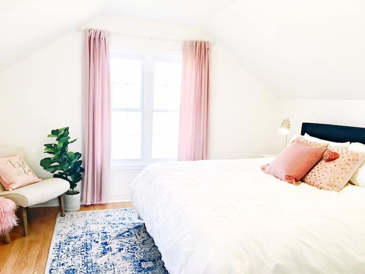 Rosé All Day - Private Loft Suite in Picton