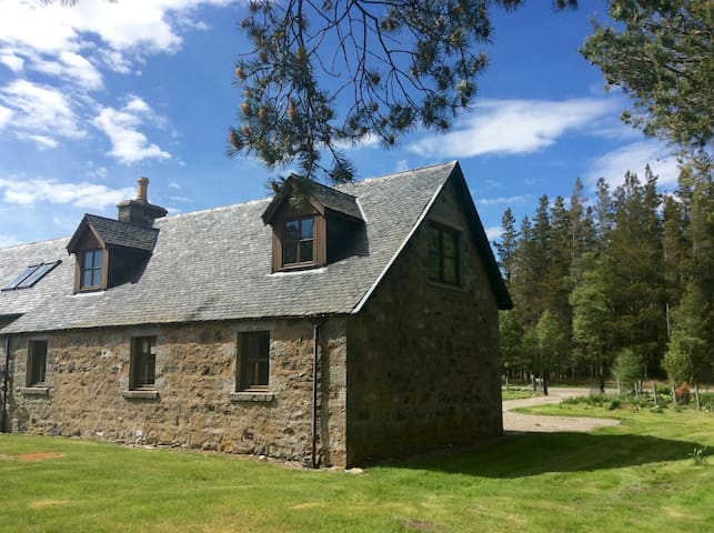 Traditional School House, Strathdearn, Tomatin