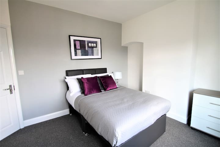 The  Drive Wellingborough Bedroom 1 with Ensuite