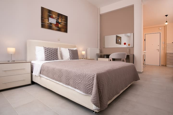 LUXURY APARTMENT IN ATHENS