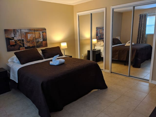 Spacious & Comfy Suite - Great Location, Near I-4!