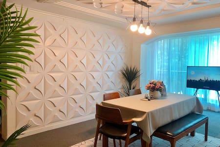 (내부소독)먹자골목, 대형마트, 대학로 인접 / 5-6인실 집전체 /안전, 청결 포근한 집