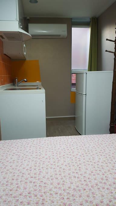 electric convection stove, laundry washing machine, refrigerator, window