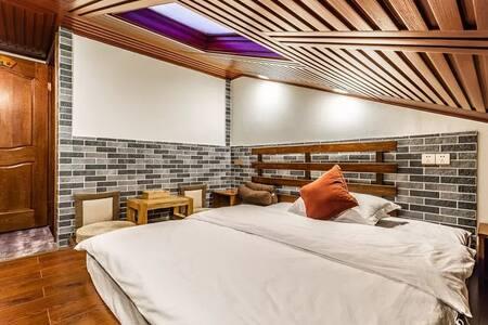 普陀山仁心之家•阁楼斜顶1.8米大床房